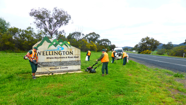 Inmates mowing and rubbish removal at Wellington Township